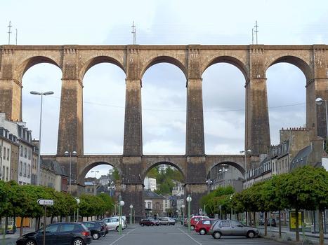Viaduc de Morlaix devant l'hôtel de ville