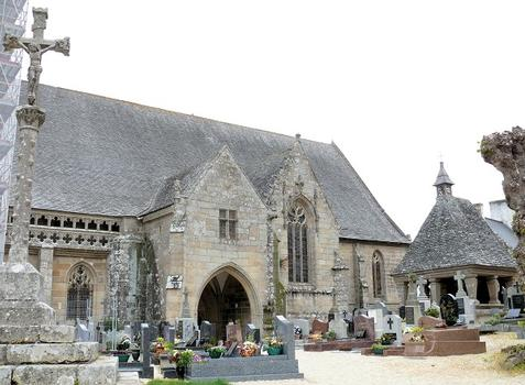 Saint-Jean-du-Doigt - Eglise Saint-Jean-Baptiste - Porche construit en 1513, oratoire en plein air dit «du Saint-Sacrement»