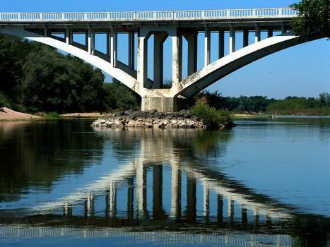 Pont du CD973 sur la Loire, Le Fourneau.Un appui en Loire