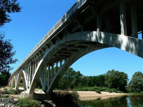 Pont du CD973 sur la Loire, Le Fourneau