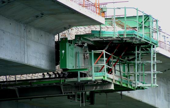 Francilienne - N104  Second bridge at Corbeil-Essonnes.  Formwork for the last deck joint