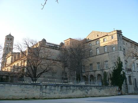 Musée Georges Borias & Kathedrale Saint-Théodorit