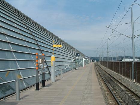 Gare Avignon-TGV Extérieur de la gare vu du quai direction Paris.