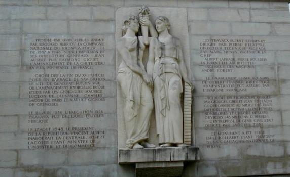 Talsperre Génissiat – Monument zur Erinnerung an den Abschluß der Bauarbeiten