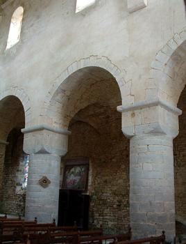 Gigny-sur-Suran - Abbatiale - Une travée de la nef
