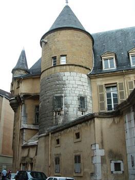 Grenoble - Musée Stendhal ancien hôtel de Lesdiguières, ancien hôtel de ville - Anciennes tours du rempart de la ville encastrées dans l'hôtel de Lesdiguières