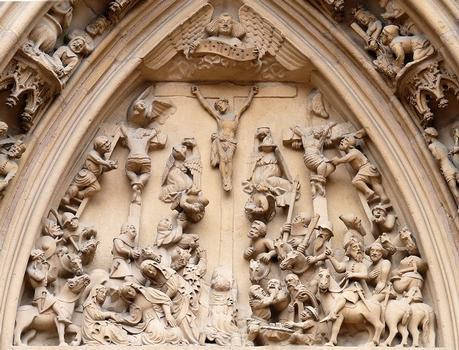 Thann - Eglise Saint-Thiébaut - Portail - Tympan représentant la Crucifixion