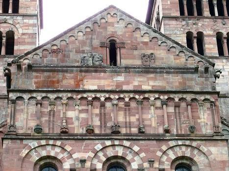 Murbach - Eglise abbatiale Saint-Léger - Détail de la décoration du chevet