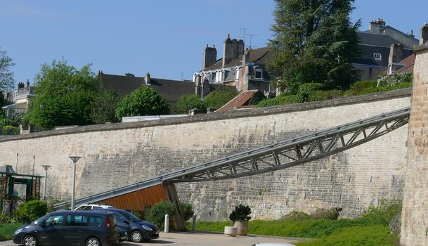 Ascenseur automatique de Langres - Poutre permettant à l'ascenseur de franchir le parking «Panoramic»