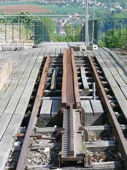Viaduc de chemin de fer à crémaillère de Langres - Ce qu'il reste de la crémaillère à l'ancienne station d'arrivée