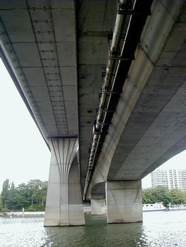 Pont de Clichy - Le pont routier à côté du pont du Métro