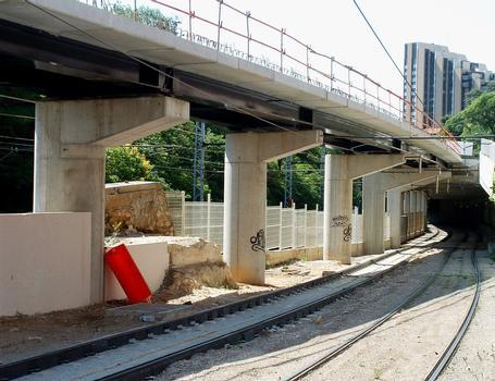 Montpellier - Viaduc Alphonse Loubat - Les premières piles à la sortie de la tranchée couverte du tramway