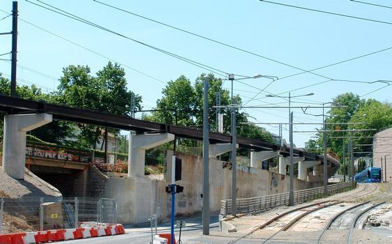 Montpellier - Viaduc Alphonse Loubat - Voies du tramway, voie routières et viaduc en cours de réalisation