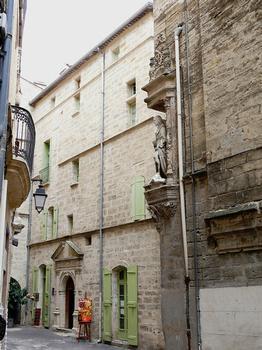 Pézenas - Hôtel de Montguibert et la niche de l'hôtel de Flottes de Sebasan
