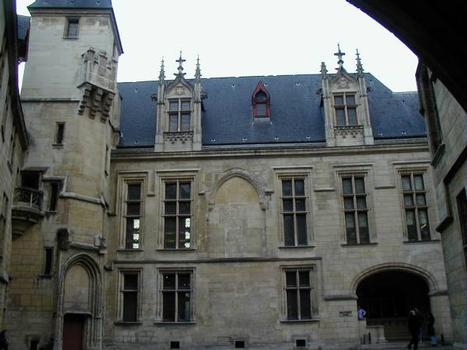 Hôtel de Sens, Paris.Cour intérieure