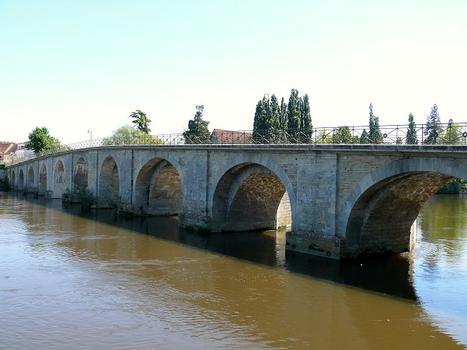 Descartes - Pont Henri IV côté aval - On remarque l'élargissement des arches côté aval