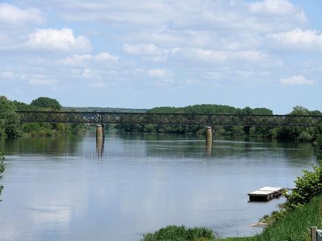Chinon - Viaduc de Chinon sur la Vienne construit par l'entreprise de Gustave Eiffel