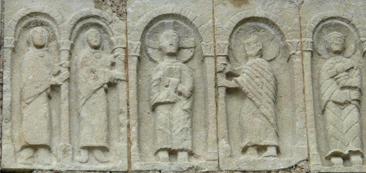 Azay-le-Rideau - Eglise Saint-Symphorien - Façade de la partie sud de l'église comportant des éléments de structure anciens: 6 ème ou 9 ème siècle