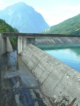 Allemont, Oz - Barrage du Verney - Le déversoir du barrage