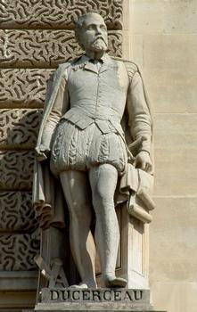 Statue von Jacques Androuet du Cerceau, Teil der Fassade des Louvre