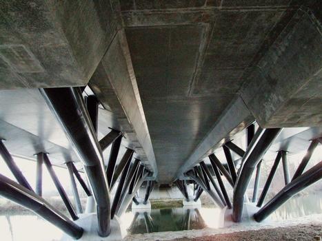 Pont de la Charente sur la déviation de Jarnac (RN141) - Ensemble vu de la sous-face du tablier