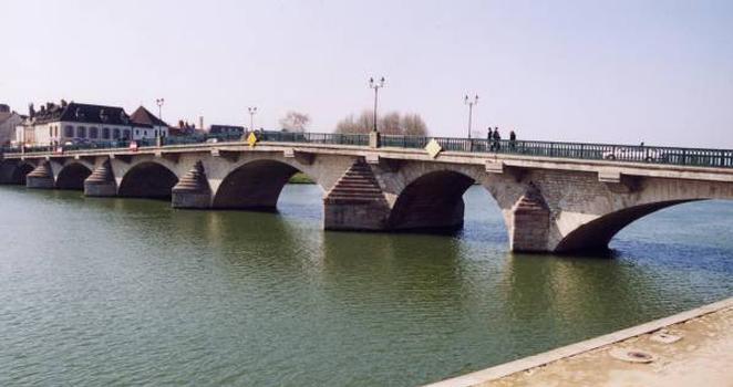 Pont sur l'Yonne, Joigny