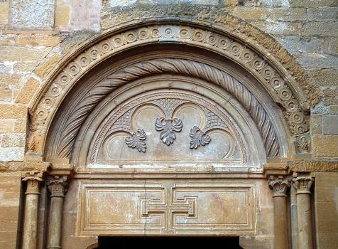 Abbaye de La Bénisson-Dieu - Tympan du portail