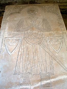 Abbatiale cistercienne, La ChaladePierre tombale d'un chevalier
