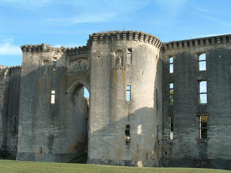 Château de La Ferté-MilonTours à éperon de l'entrée