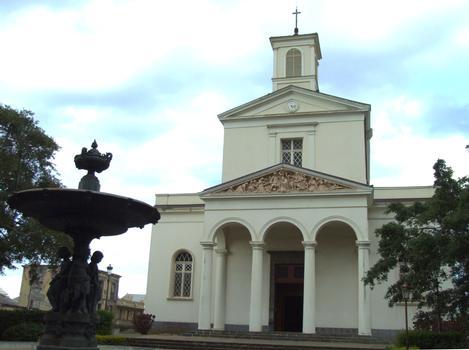Saint-Denis - Cathédrale Saint-Denis - Façade occidentale avec porche (1863) et fontaine de la cathédrale (1854)