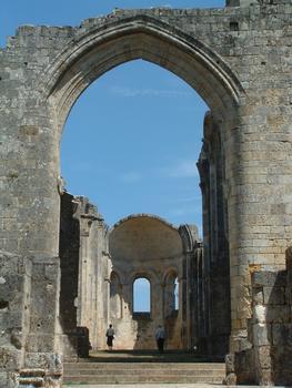 Abbaye de la Sauve-Majeure - Grande arcade après l'entrée de l'église