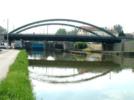 Pont de Laneuville-devant-NancyEnsemble et écluse du canal de la Marne au Rhin branche Est : Pont de Laneuville-devant-Nancy Ensemble et écluse du canal de la Marne au Rhin branche Est