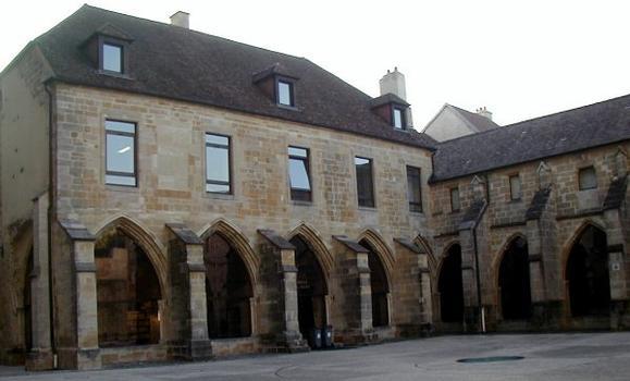 Cathédrale Saint-Mammès de Langres.Cloître de la cathédrale