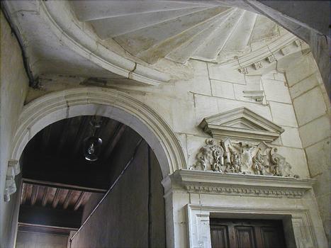 Langres - Maison Renaissance - Porte et escalier