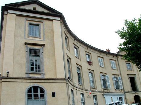 Lavoûte-Chilhac - Bâtiments du prieuré sur la place du «Fer à cheval»
