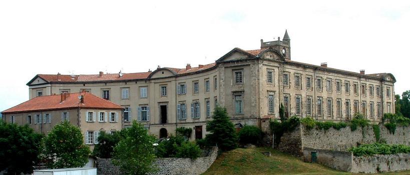 Lavoûte-Chilhac - Bâtiments du prieuré sur la place du «Fer à cheval» et aile perpendiculaire