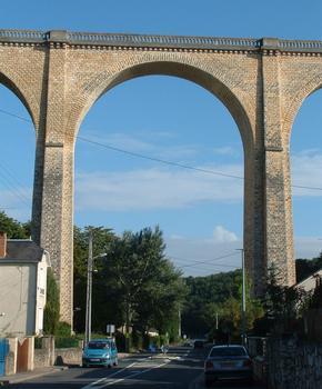 Le Blanc - Viaduc du Blanc - Une arche au-dessus de la départementale
