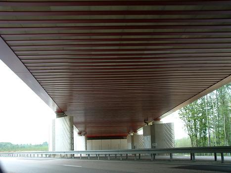 LGV Est Européenne - Lot 13 - Viaduc de l'Orxois - Franchissement de l'autoroute A4 près de Château-Thierry - Sous-face du tablier et piles