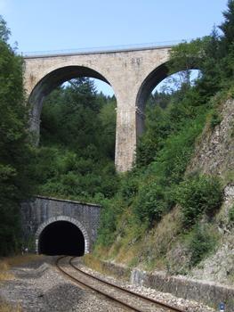 Ligne de chemin de fer Paray-le-Monial - Lozanne - Boucle de Claveisolles - Sortie du tunnel de Claveisolles au-dessous du viaduc de Saint-Nizier-d'Azergues