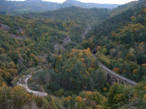 Au sud de Monistrol-d'Allier: viaduc de Fontannes et tunnel de Fontannes dans les gorges de l'Allier