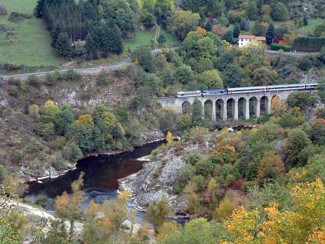 Viaduc de Combe-Gros à côté de l'Allier