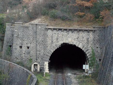 Ligne Nice - Coni - Entre l'Escarène et Sospel - Tunnel du Col-de-Braus (5939 m) Côté Touët-de-l'Escarène avec meutrières de tir et poste de garde
