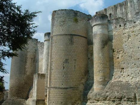 Château Sud, LochesTours à bec protégeant la 3ème enceinte