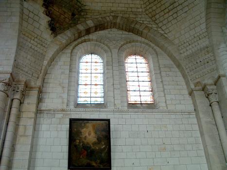 Loches - Eglise saint-Ours - Mur de la nef renforcé d'un arc formeret pour supporter un dube