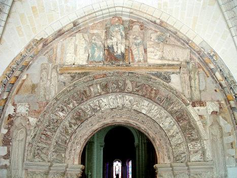 Loches - Eglise Saint-Ours - Tympan du portail