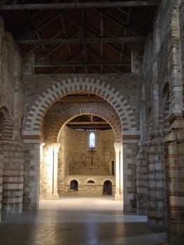 Saint-Philibert-de-Grand-Lieu - Abbatiale Saint-Philibert - Vue générale: Nef et confession