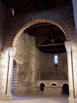 Saint-Philibert-de-Grand-Lieu - Abbatiale Saint-Philibert - Choeur et la confession renfermant le sarcophage de saint Filibert (ou Philibert)