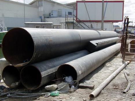 La Turballe - Quai de débarquement du port de pêche - Tubes des pieux de diamètre 900 mm et de diamètre 600 mm