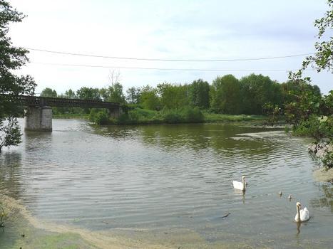 Ecluse de Buges - A l'amont de l'écluse, le canal d'Orléans