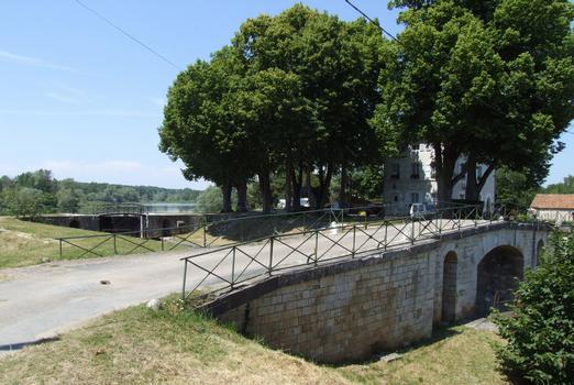 Canal latéral à la Loire - Châtillon-sur-Loire - Ecluse des Combles avec la maison éclusière